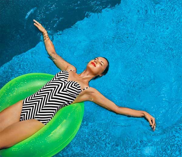 Do bazénu s citlivou pletí