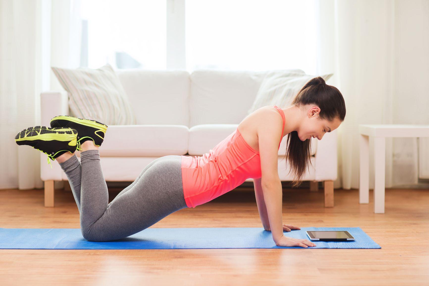 3 jednoduché cviky, které vás po ránu probudí